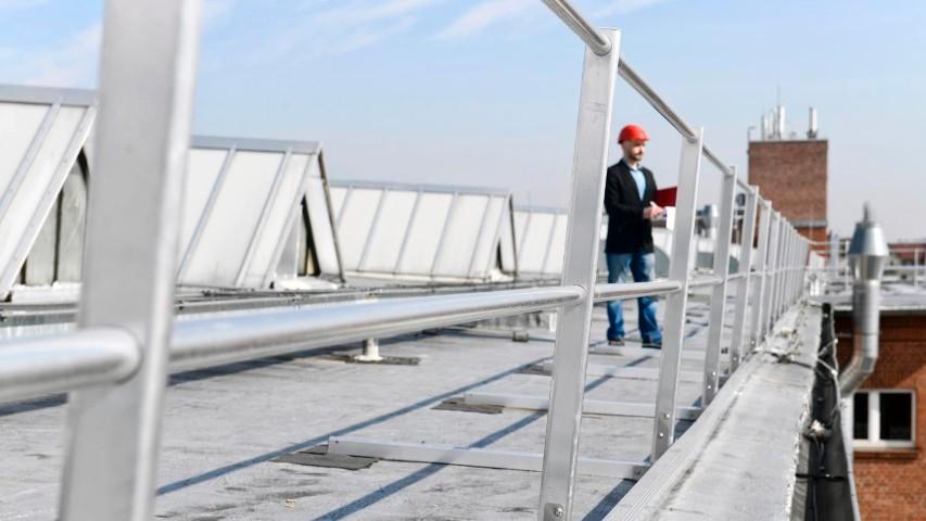 Sicherheit auf dem Dach durch Kollektivschutz